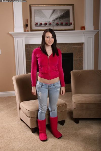 Bosomy amateur teenie in jeans undressing and spreading her soft pussy