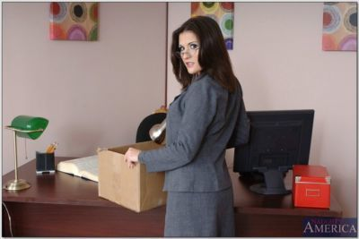 Exquisite office babe Austin Kincaid denudes huge boobs and gets fucked